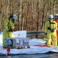2019-12-10_B30_Ravensburg_Enzisreute_Baindt_Lkw-Unfall-Gefahrgut_Feuerwehr_PoeppelIMG_2507