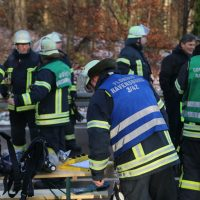 2019-12-10_B30_Ravensburg_Enzisreute_Baindt_Lkw-Unfall-Gefahrgut_Feuerwehr_PoeppelIMG_2524