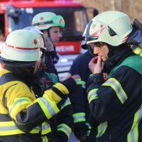 2019-12-10_B30_Ravensburg_Enzisreute_Baindt_Lkw-Unfall-Gefahrgut_Feuerwehr_PoeppelIMG_2532