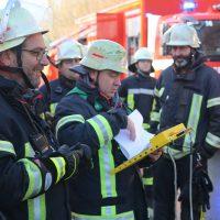 2019-12-10_B30_Ravensburg_Enzisreute_Baindt_Lkw-Unfall-Gefahrgut_Feuerwehr_PoeppelIMG_2545