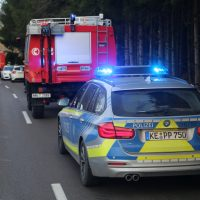2019-12-18_Unterallgaeu_Kirchhaslach_Unfall_Pkw-Baum_Feuerwehr_Poeppel_IMG_2850