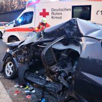 2020-02-25_A96_Leutkirch_Aichstetten_Lkw_Pkw_Feuerwehr_BX4A3093