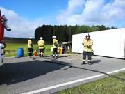 2020-05-12_B31_Lindau_Kressbronn_Lkw-Unfall_Vollsperrung_Feuerwehr_397926f8-82b1-4a14-9f9e-bd92fae35ef7