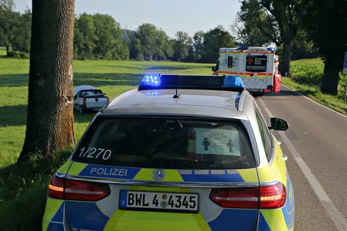 2020-07-31_Leutkirch_L260_Niederhofen_Unfall_Pkw-Feuerwehr_Poeppel_IMG_8242