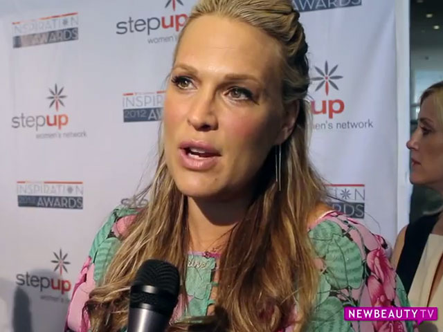 Pregnant Molly Sims Shares Her Beauty Tips featured image