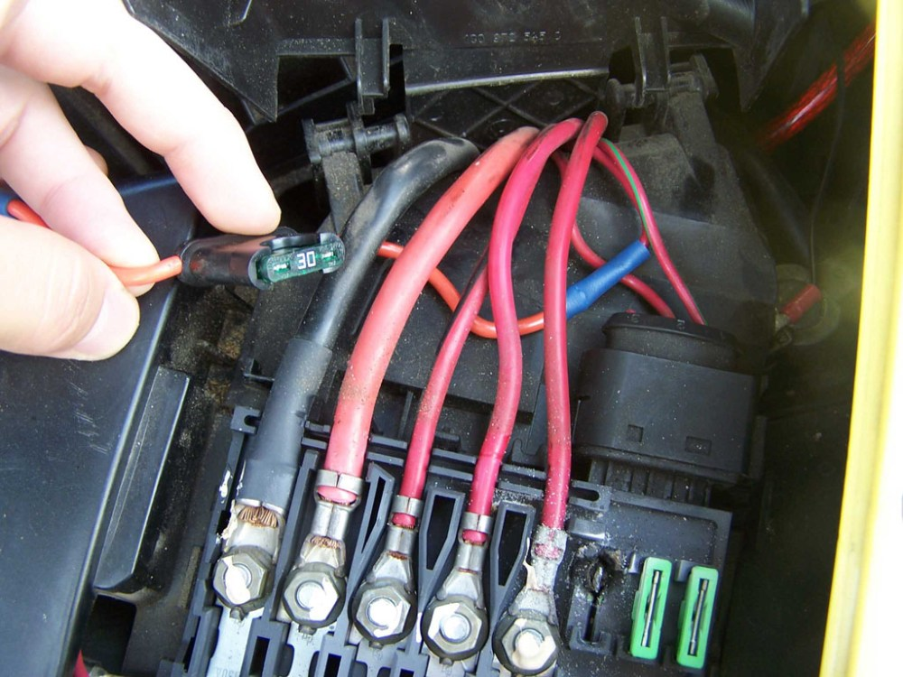 medium resolution of vw fuse box repair wire schematic diagram 2001 volkswagen beetle fuse cause battery box repair