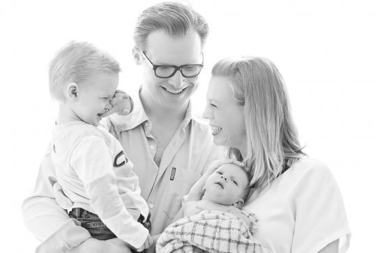 Familienfotos Wien zuhause Kinderfotos Familienshooting orangefoto kinderkram wien