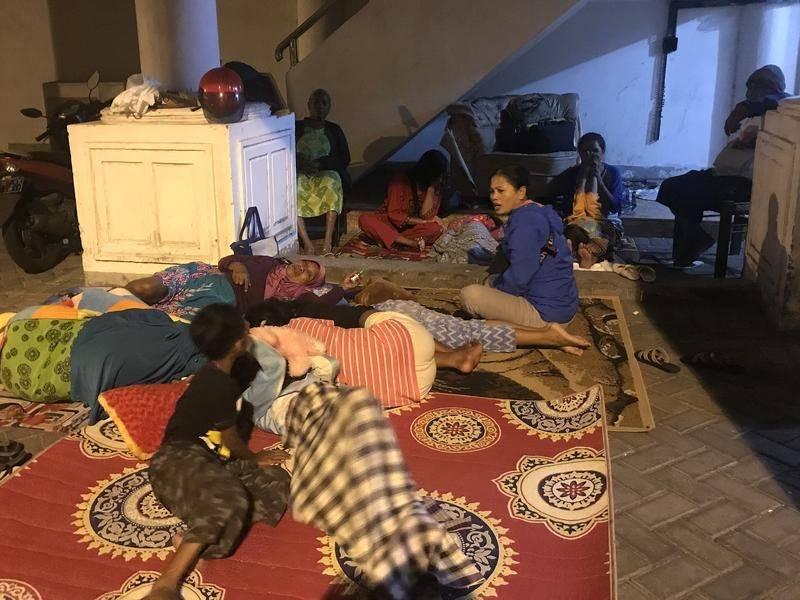 Mencari tiket murah ke newcastle? Quake kills two, aftershocks in Indonesia   Newcastle ...
