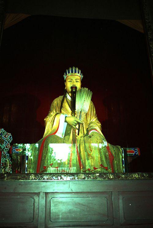 A sculpture of Zhuge Liang