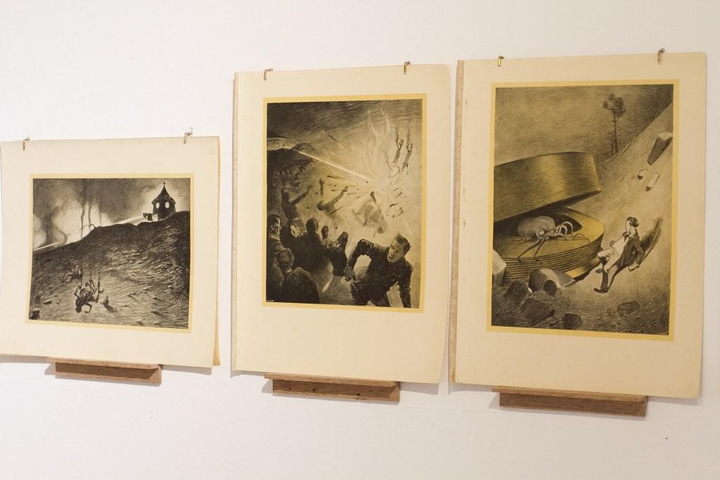 "Henrique Alvim Corrêa and H.G. Wells, ""War of the World"" book. Edition 500 printed on 1906. 31 prints/Photo: Carolina Krieger"