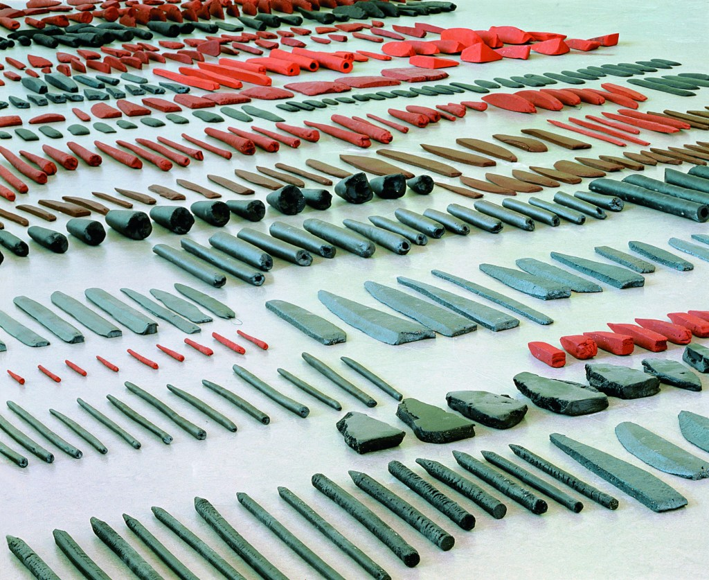 Carmela Gross, Knives, 1994, Varoius Ceramics, Andrea e José Olympio Pereira Collection, Photo Courtesy Galeria Vermelho