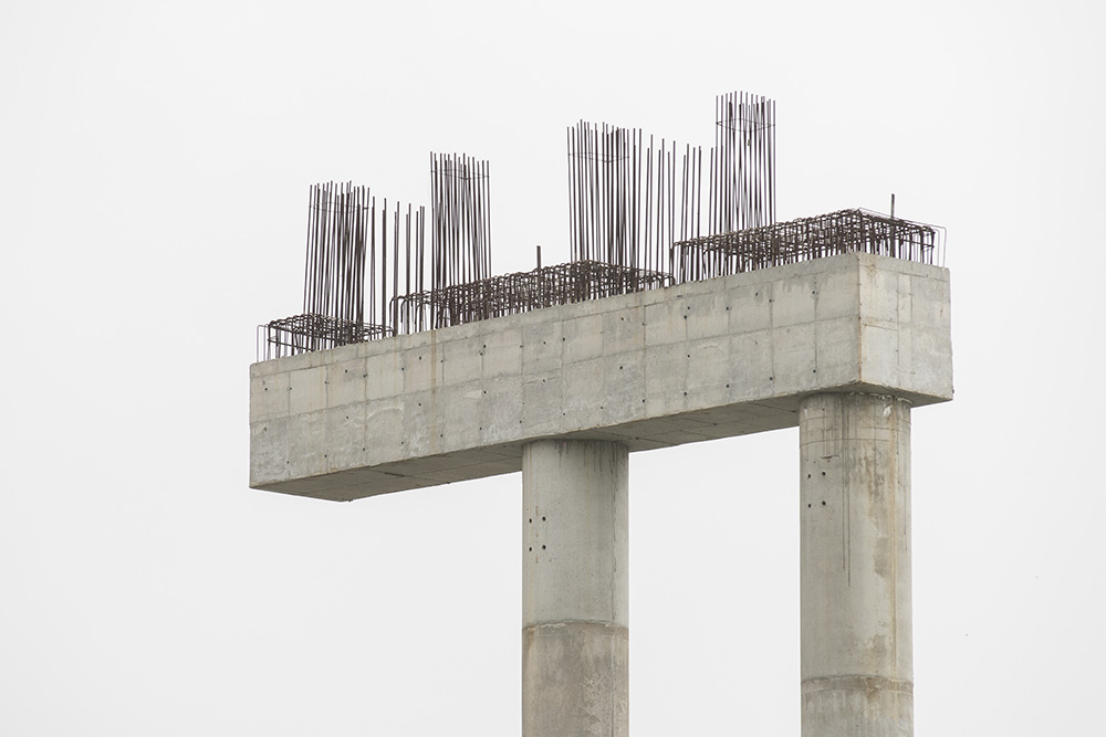 "Ghost Skyline: Ivan Padovani Revives the Ruins of the Never-Built in ""Trauma"" at Zipper Galeria"