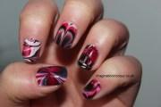 7 black and white swirl nail art