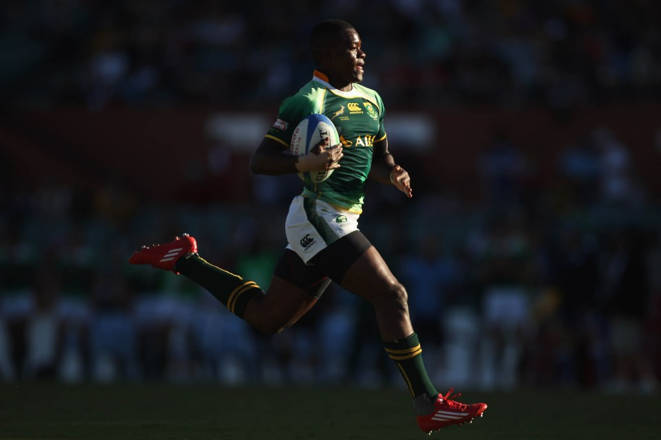 3 April 2011: Tshotsho Mbovane of South Africa powers away to score a try against England on day two of the 2011 Adelaide IRB Rugby Sevens at Adelaide Oval in Adelaide, Australia. (Photograph by Mark Kolbe/Getty Images)