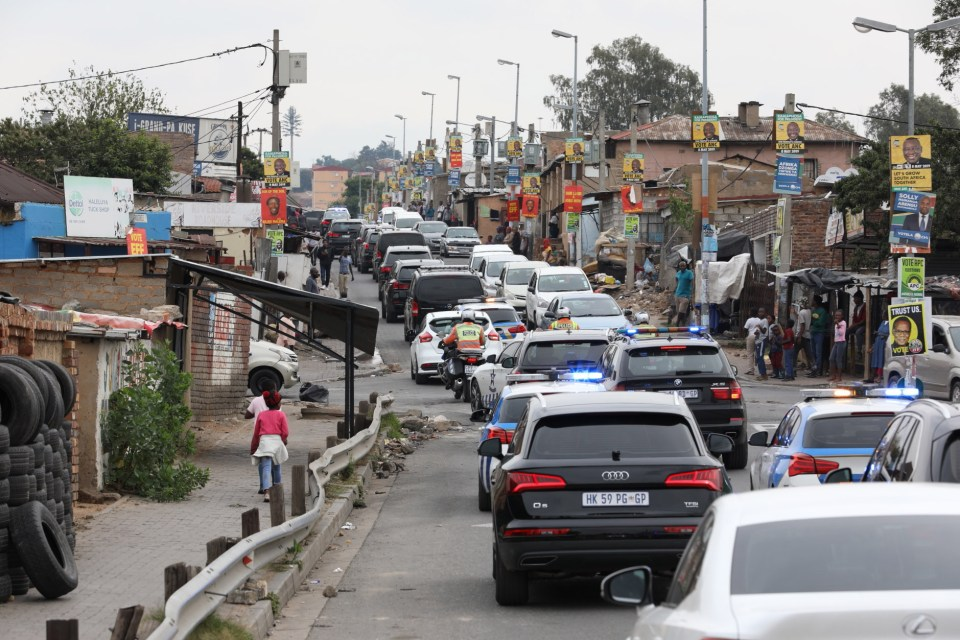 11 April 2019: President Cyril Ramaphosa's motorcade of luxury vehicles driving through Alexandra after protests about conditions in the township. (Photograph by Gallo Images/Sowetan/Mduduzi Ndzingi)