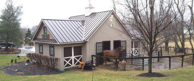 hight resolution of horse barn building