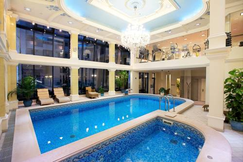 Queen's Court Hotel & Residence Coupons