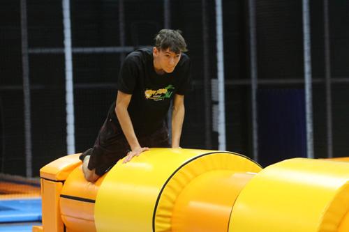 Cylindre sur trampoline