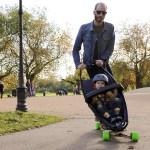 Mit Kinderwagen auf `nem Longboard