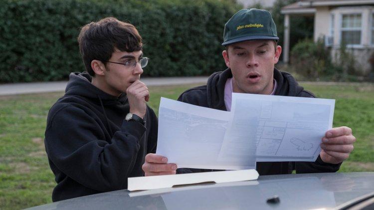 """Hauptfiguren in Staffel 1 von """"American Vandal"""": Schulzeitungsreporter Peter Maldonado und Schulclown Dylan Maxwell (Foto: Netflix)"""