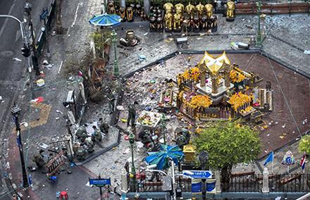 20150819-bangkok_blast_shrine-440