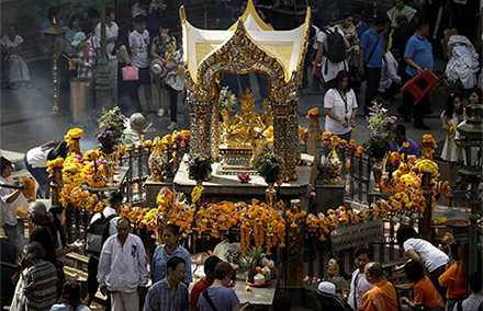 A multi-faith ceremony commemorates the victims of the Bangkok blast. Photo: Ritchie B Tongo/EPA.