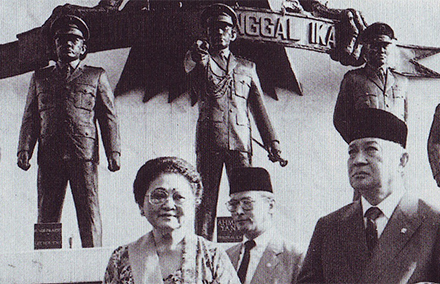 Winner takes all. Suharto (far right) at the national monument to the generals slain on 30 September, 1965.