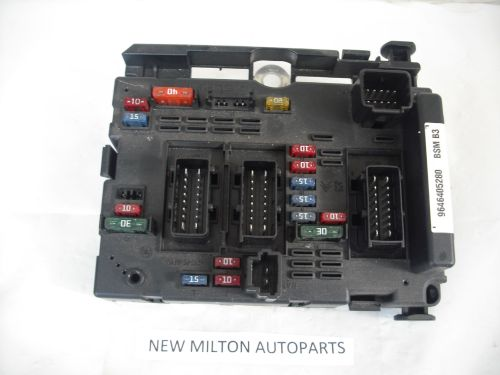 small resolution of a genuine peugeot 206 engine bay fuse box control module 9646405280 bsm b3