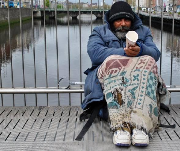 Milano benefattore invisibile aiuta chi  in difficolt