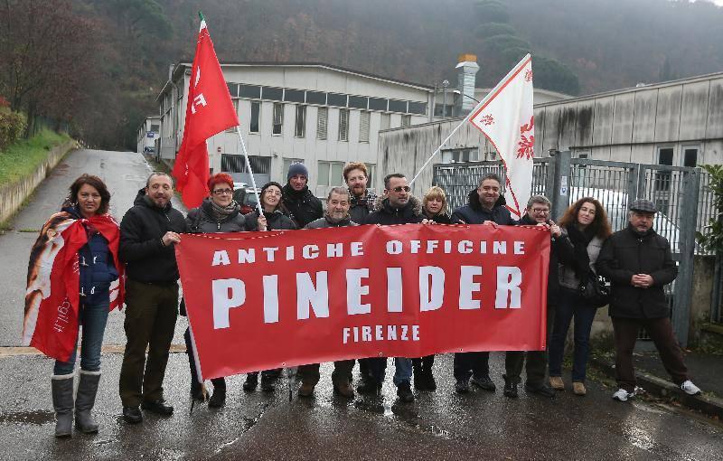 Pineider Firenze in sciopero i lavoratori della storica cartoleria