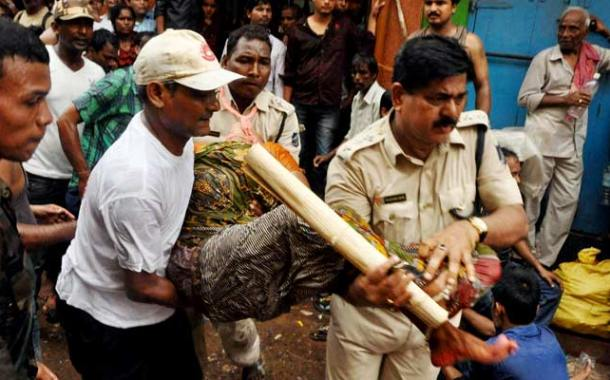 2 Dead and 20 Injured in Stampede During Rath Yatra in Puri 2015