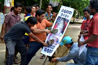 Bampha Nia Thiri thiri Odia Album Song on Sarathi baba