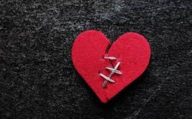 صور قلب مكسور مكتوب عليها عبارات حزينة فوتوجرافر