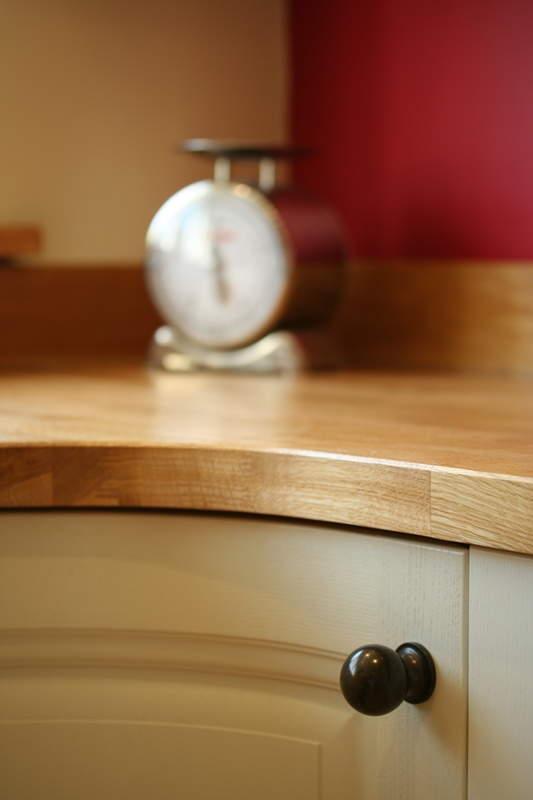 Cornell Classic - Alabaster - curved oak worktop