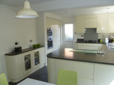 Contemporary handleless gloss kitchen Ely in alabaster