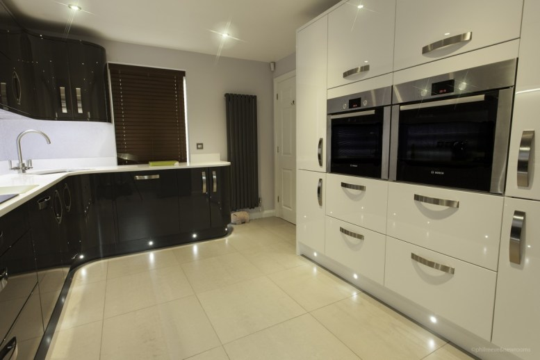 Inzo lacquered gloss doors in white with Bosch ovens