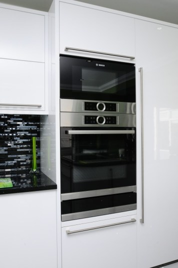 Serie 8 Pyrolitic Bosch Oven and Bosch Microwave
