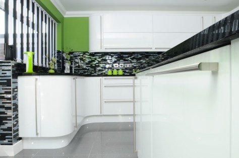 Second Nature Porter White Gloss curved doors