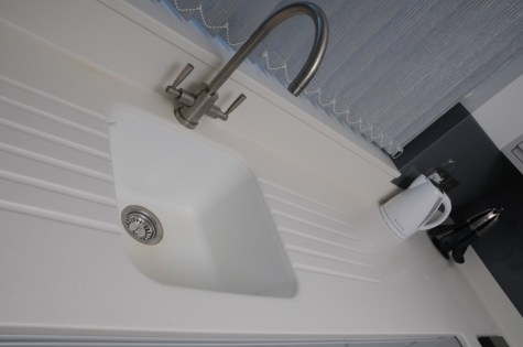 Corian Sink in Glacier White