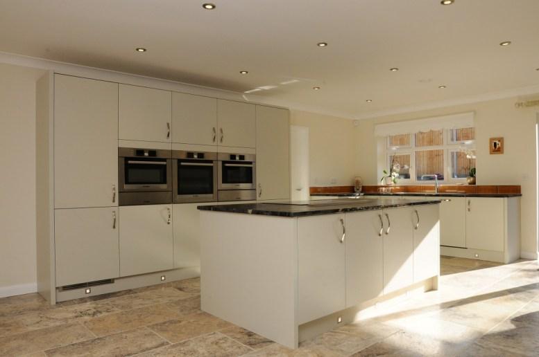 Kitchen Stori Oak Painted Tavola Mussel