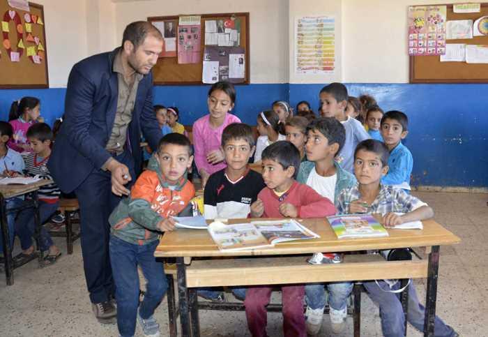 140 учеников, 2 класса, 1 учитель