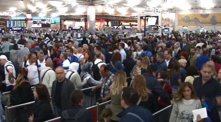 Аэропорт им. Ататюрка не справляется с потоком пассажиров