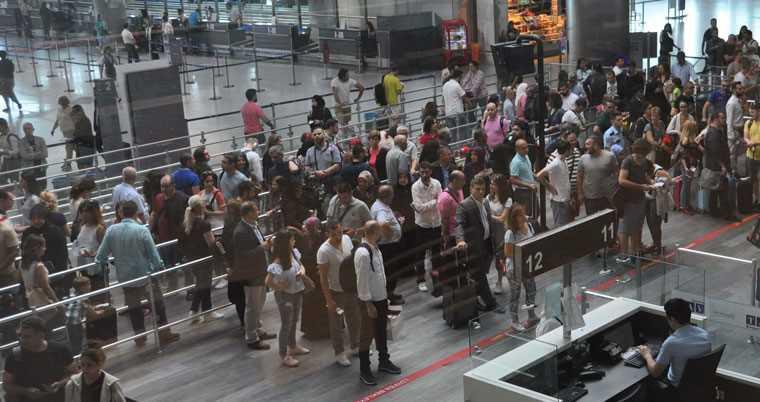 Турецкий багаж под детальным изучением аэропортов США