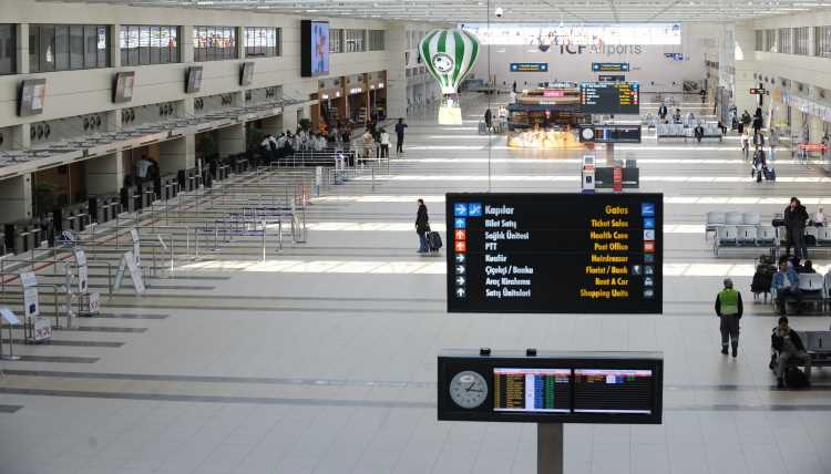 Royal Flight и Azur Air вывезут россиян из Антальи