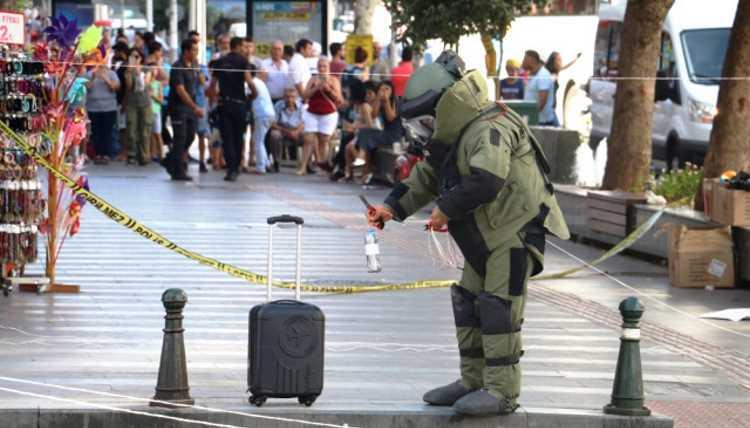 В центре Анталии подрывали подозрительный чемодан