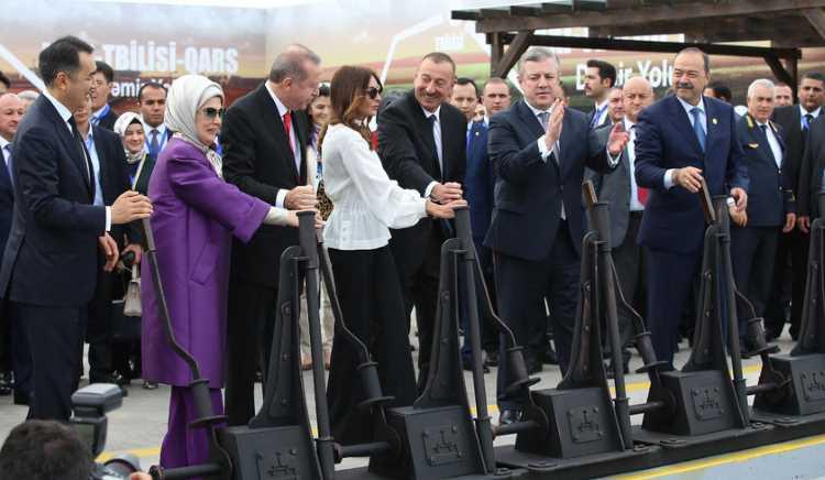 Эрдоган официально открыл маршрут Баку-Тбилиси-Карс