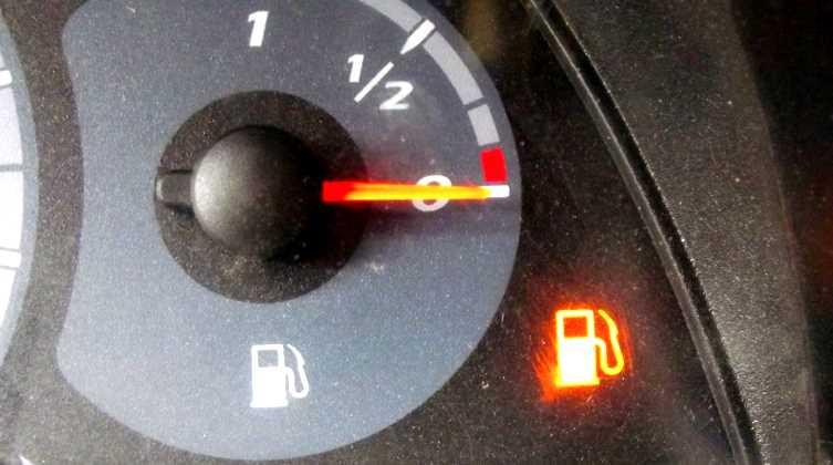 Стоимость литра бензина выросла до 6,5 лир
