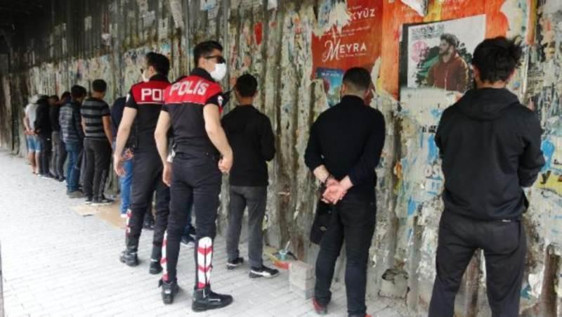 Группу друзей в Стамбуле оштрафовали на 41 000 лир