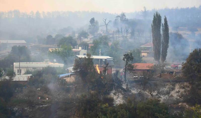 Три поселка эвакуированы в Манисе из-за пожара