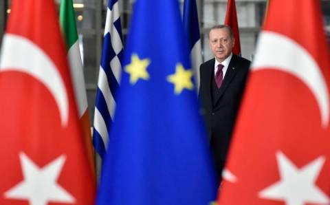 Еврокомиссия критикует демократию в Турции, Анкара дает жесткий ответ